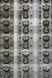I fregi dei modelli floreali sono stati scolpiti su una delle pareti della cattedrale di St Etienne a Cahors (Francia) Fotografia Stock Libera da Diritti