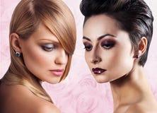 I fronti delle donne con pelle perfetta e compongono Immagini Stock