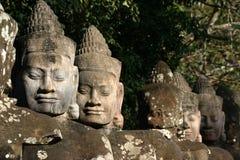 I fronti di Angkor Thom, situati in Cambogia attuale fotografie stock