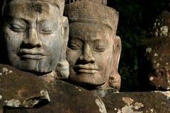 I fronti di Angkor Thom, situati in Cambogia attuale immagini stock