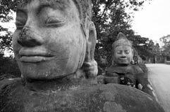 Fronti della strada soprelevata, portone del sud, Angkor Thom immagini stock