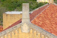 I fronti ornano il bordo superiore di questa parete della chiesa Immagini Stock Libere da Diritti