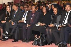 I funzionari alti di governo dell'Etiopia che assistono al funerale dell'ex presidente dell'Etiopia, il Dott. Negasso Gidada, era fotografia stock