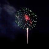 I fuochi d'artificio accendono il cielo Fotografia Stock