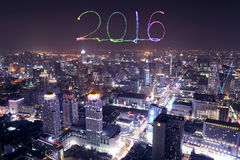 I fuochi d'artificio da 2016 nuovi anni che celebrano sopra il paesaggio urbano di Bangkok alla notte Fotografie Stock Libere da Diritti