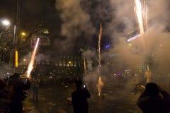 I fuochi d'artificio e le celebrazioni di 2015 nuovi anni al quadrato di Wenceslas, Praga Fotografia Stock