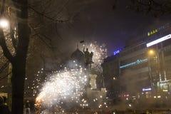 I fuochi d'artificio e le celebrazioni di 2015 nuovi anni al quadrato di Wenceslas, Praga Immagine Stock Libera da Diritti