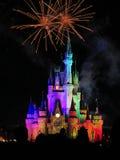 I fuochi d'artificio famosi di spectacular di notte di desideri Fotografie Stock