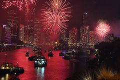 I fuochi d'artificio girano il fiume rosso Fotografie Stock Libere da Diritti
