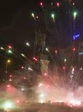 I fuochi d'artificio, le esplosioni e le celebrazioni di 2015 nuovi anni al quadrato di Wenceslas, Praga Fotografie Stock Libere da Diritti
