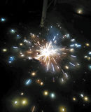 I fuochi d'artificio nella notte gradiscono le stelle Fotografia Stock