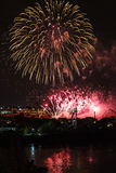 I fuochi d'artificio osservano da Jacques-Cartier Bridge Fotografia Stock