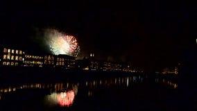 I fuochi d'artificio per il primo dell'anno a Pisa stock footage