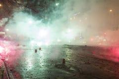 I fuochi d'artificio, un'esplosione e le celebrazioni di 2015 nuovi anni al quadrato di Wenceslas, Praga Fotografia Stock