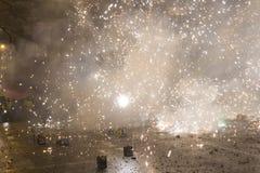 I fuochi d'artificio, un'esplosione e le celebrazioni di 2015 nuovi anni al quadrato di Wenceslas, Praga Immagine Stock Libera da Diritti