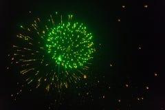 I fuochi d'artificio variopinti accendono il cielo con la lanterna Yi Peng Festival Immagini Stock