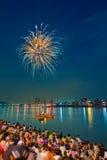 I fuochi d'artificio video sopra il fiume Immagine Stock Libera da Diritti