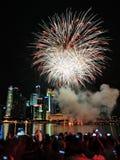 I fuochi d'artificio visualizzano durante la parata di festa nazionale (NDP) 2013 Fotografie Stock Libere da Diritti