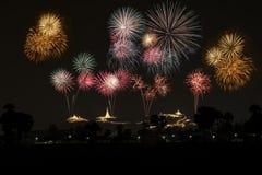 I fuochi d'artificio visualizzano sopra il Phara Nakhon Khiri Festival #30 Fotografie Stock