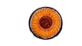 I gamberetti con salsa sopra plateisolated su fondo bianco Frutti di mare Fotografie Stock