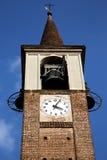 I gammalt abstrakt begrepp och dag M för mozzate för klocka för kyrkligt torn solig Royaltyfria Foton