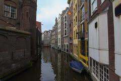 I gatorna av Amsterdam Nederländerna royaltyfri fotografi