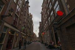 I gatorna av Amsterdam Nederländerna arkivbilder
