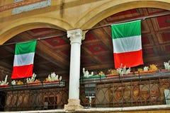 I gatorna av bassano del grappa, slottar och kyrkor med fyrkanter av den härliga staden royaltyfria bilder