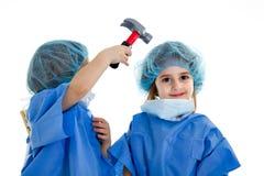I gemelli falsificano con attrezzature mediche Fotografia Stock Libera da Diritti