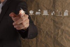 I generatori eolici di tocco della mano dell'uomo d'affari sullo sgualcito su riciclano la b di carta Immagine Stock