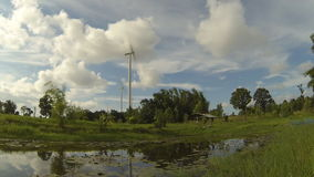 I generatori eolici per generano Lasso di tempo video d archivio