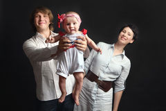 I genitori tengono il loro studio del bambino Immagini Stock Libere da Diritti