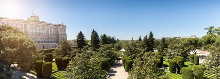 I giardini e Royal Palace di Sabatini a Madrid immagine stock