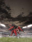 I giocatori di football americano nell'azione fotografia stock
