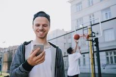 I giocatori di pallacanestro fotografie stock libere da diritti