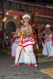I giocatori di Udekki eseguono al Esala Perahera a Kandy, Sri Lanka Fotografie Stock