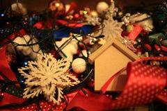 I giocattoli e gli ornamenti del nuovo anno Immagini Stock Libere da Diritti