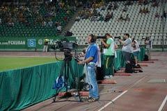 i giornalisti del video e della foto stanno lavorando ad una partita della Premier League russa Fotografia Stock