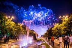 I giorni di anniversario di Bucarest, fuochi d'artificio fanno festa e la celebrazione Immagini Stock