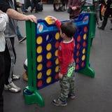 I giovani giochi del ragazzo collegano 4 alla convenzione di Festival del Fumetto a Milano, Italia Immagine Stock Libera da Diritti