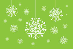 I globi del fiocco di neve di natale hanno impostato isolato su verde Immagini Stock