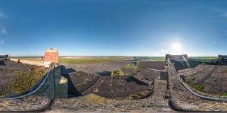 I 360 gradi senza cuciture sferici completi aerei inclinano il panorama di vista con la costruzione non finita abbandonata concre immagine stock libera da diritti