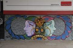 I graffiti sul negozio del boardedup nella galleria St George di acquisto della riduzione di attività `` camminano in Croydon Immagine Stock