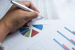 I grafici finanziari diagram per l'affare del lavoro ed economico Fotografie Stock Libere da Diritti