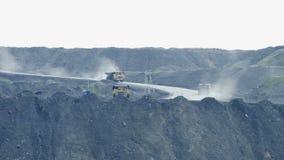 I grandi camion portano il carbone stock footage