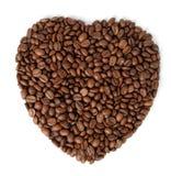 I granuli fritti di caffè sotto forma di cuore Immagini Stock