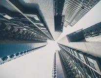 I grattacieli osservano da terra Immagini Stock
