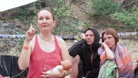 I gruppi di lavoro dell'autore liberano il parto stock footage