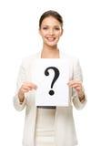 I halvfigur stående av affärskvinnan med frågefläcken fotografering för bildbyråer
