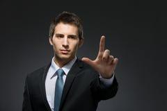 I halvfigur stående av att göra en gest för affärsmanpekfinger Royaltyfria Bilder